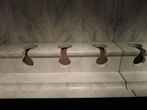 SF0586Pont_du_Gard_Museum2:Toilet