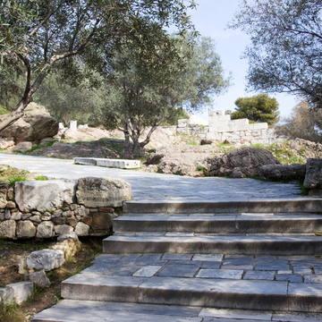 walk to Acropolis